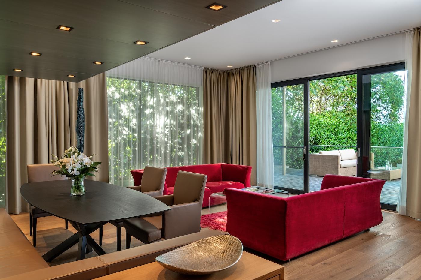 living-room with dining table at Villa VIVAMAYR Maria Wörth