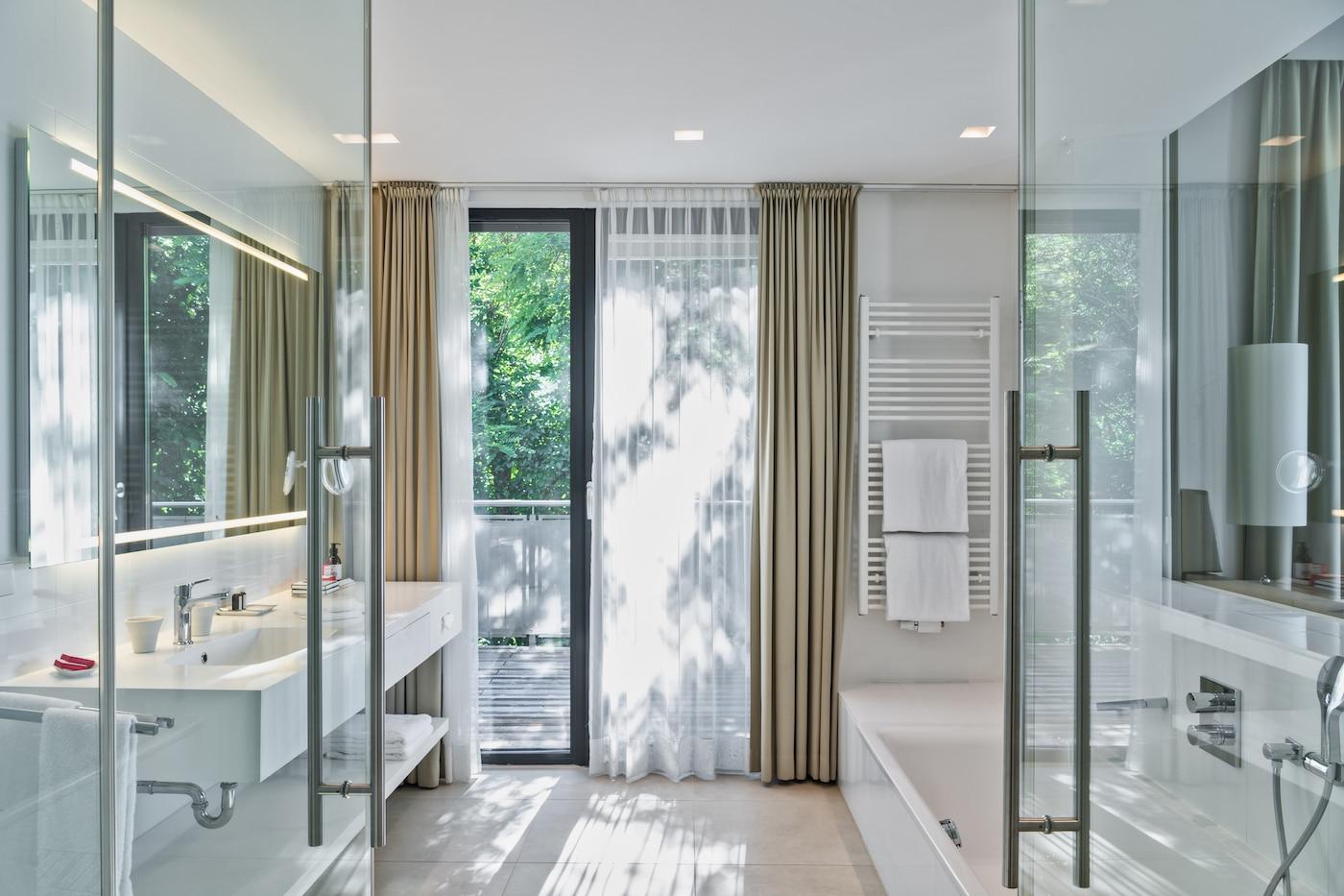 modern bright bathroom at Villa VIVAMAYR Maria Wörth