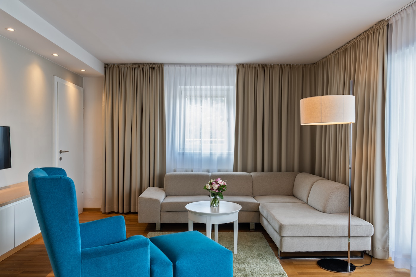 beautiful living-room filled with light in Junior Suite VIVAMAYR Maria Wörth