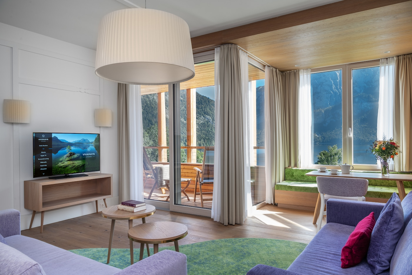 living-room filled with light in Senior Suite with lake view VIVAMAYR Altausee