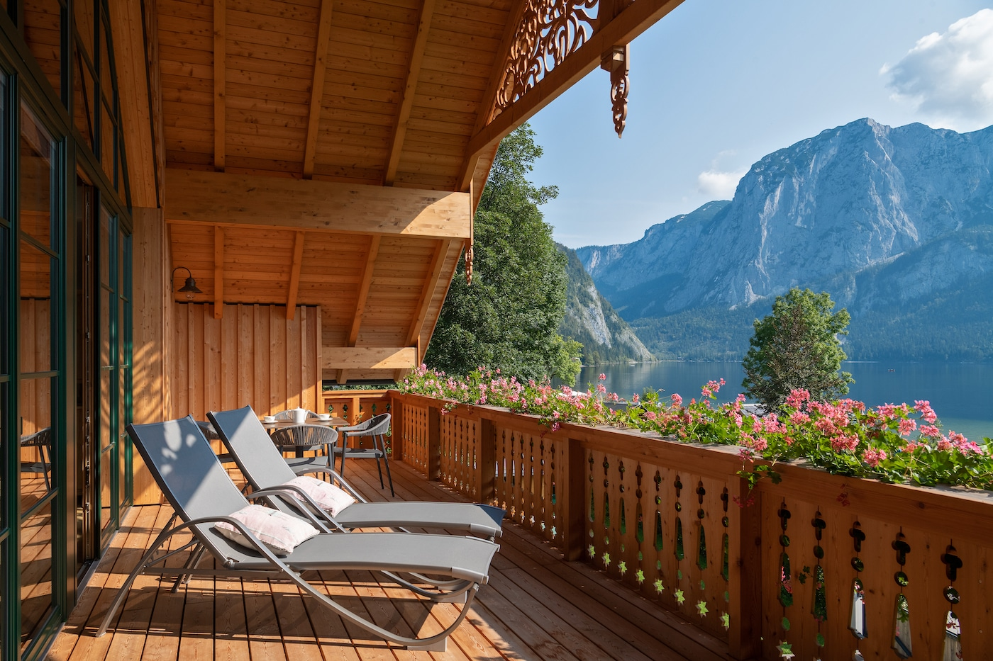 Balcony with amazing lake&mountains view in Park Residence 120 VIVAMAYR Altausee