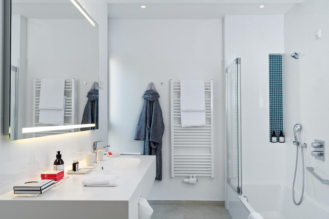 modern bathroom with stylish accent details in Suite VIVAMAYR Maria Wörth