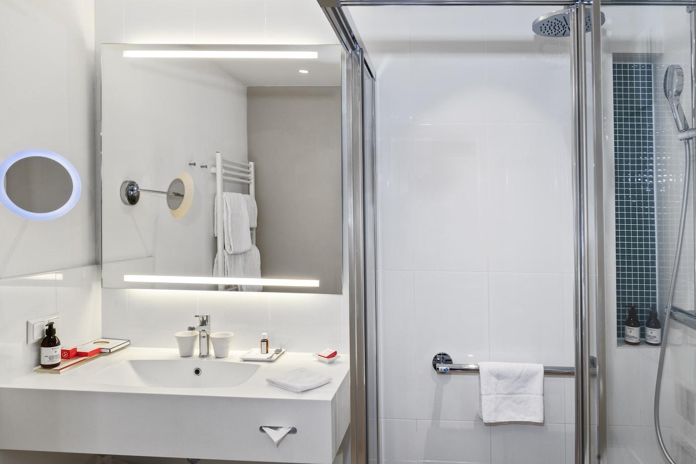 Bathroom in Standard room at VIVAMAYR Maria Wörth