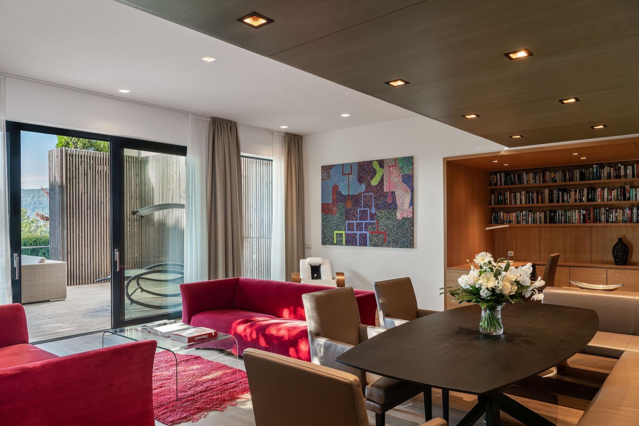 generous living room of a Villa at VIVAMAYR Maria Wörth