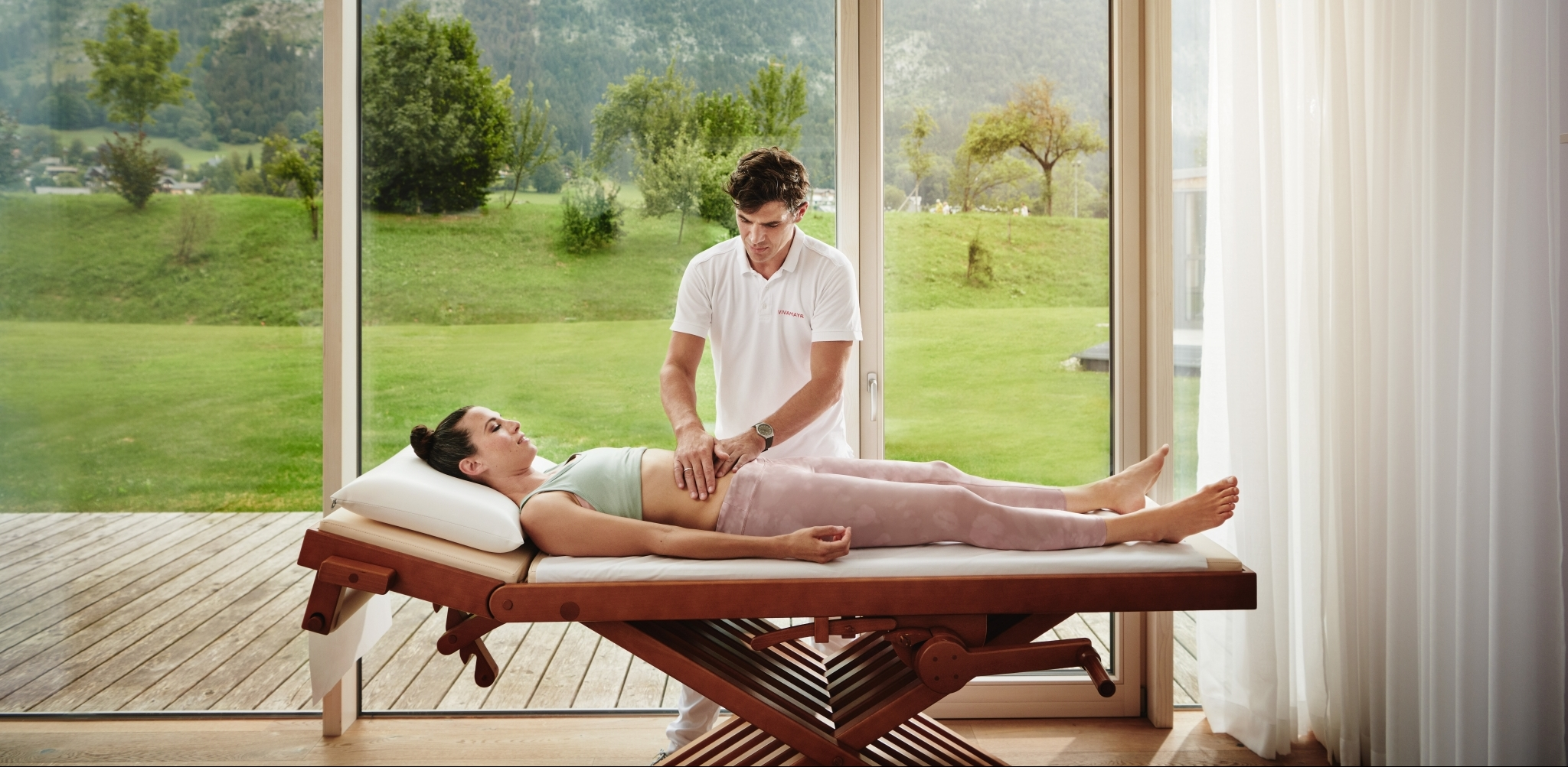 Female guest gets a massage at Vivamayr Altaussee